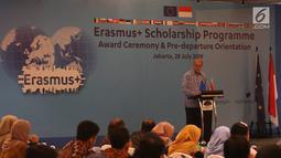"Charge d'affaires a.i., Delegation of the European Union to Indonesia and Brunei Darussalam Charles-Michel Geurts memberi sambutan saat ""Award Ceremony, Pre-Deperture Orientation and Alumni Gathering di Jakarta, Minggu (28/7/2019). (Liputan6.com/Angga Yuniar)"