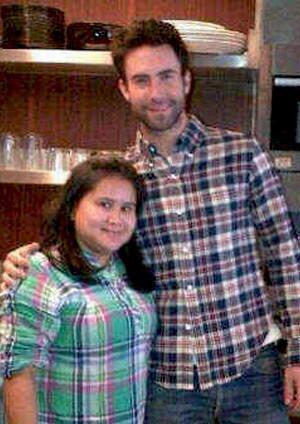 Adam Levine & perempuan Indonesia yang dikabarkan menjadi asisten rumah tangganya.