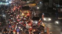 pemudik bermotor mulai ramai lewati Jalan Arteri Karawang