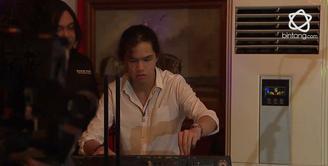 Dul mengungkapkan jika dirinya menginginkan Keyboard sebagai kado ulang tahun tapi bunda Maia malah menukarkan mobil lama Dul dengan yang baru.
