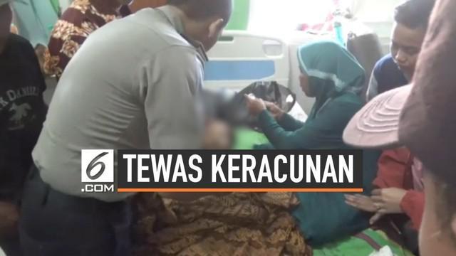Dua warga Cianjur tewas setelah konsumsi ikan pindang yang dibeli saat acara perpisahan sekolah. Puluhan warga lainnya pun terpaksa dirawat setelah alami gejala mual dan muntah.
