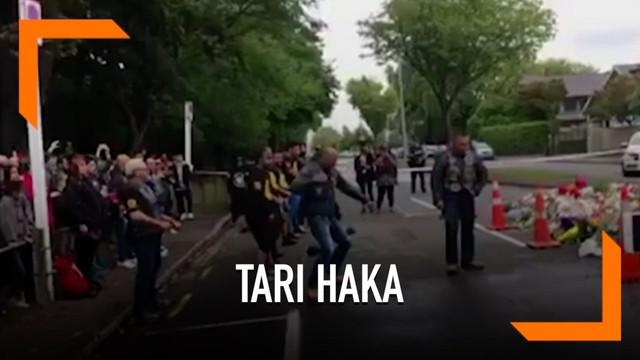 Suku Maori Selandia Baru menampilkan tarian Haka untuk menghormati korban penembakan masjid di Christchurch, Selandia Baru.