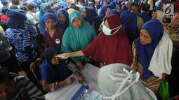 Suasana pengobatan massal di Ciampea, Bogor, Jawa Barat, Senin (26/3). Acara ini dihadri oleh Ketua Umum Partai Demokrat Susilo Bambang Yudhoyono atau SBY. (Merdeka.com/Arie Basuki)