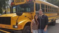 Pasangan ini mengubah bus sekolah menjadi rumah nyaman.