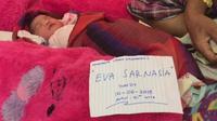 Eva Sarnasia, bayi yang lahir di tengah kepungan banjir di kabupaten Konawe, Jumat (14/6/2019).(Ahmad Akbar Fua/Liputan6.com)