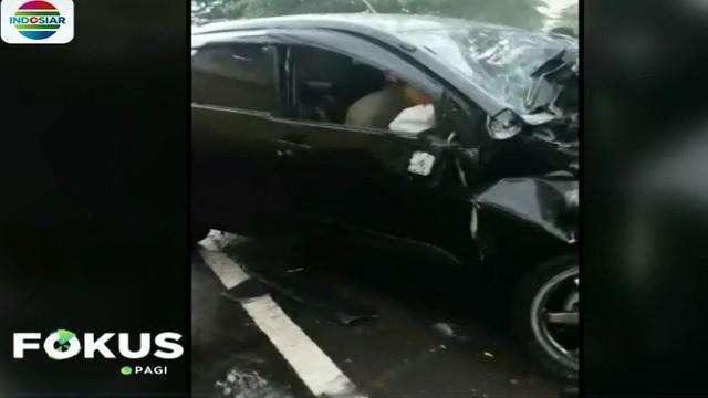 Dalam rekaman video amatir, sopir truk masih terjepit kepala mobil minibus dan dua penumpang serta vokalis PAS Band Yuki, terjepit jok mobil bagian belakang.