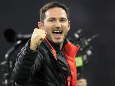 Pelatih Chelsea, Frank Lampard merayakan kemenangan setelah pertandingan melawan Ajax pada pertandingan lanjutan Grup H Liga Champions di Johan Cruyff Arena, Amsterdam, Belanda (23/10/2019). Chelsea menang tipis atas Ajax 0-1. (AP Photo/Peter Dejong)