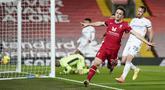 Pemain Liverpool, Diogo Jota, melakukan selebrasi usai mencetak gol ke gawang Leicester City pada laga Liga Inggris di Stadion Anfield, Senin (23/11/2020). Liverpool menang dengan skor 3-0. (AP Photo/Jon Super)