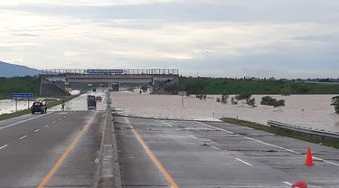 Jalan Tol Ngawi Kertosono KM 604+000 Madiun Jawa Timur Banjir
