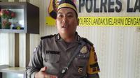 Bripka Ya'Hendri (33) Polsek Ngabang, kerja sebagai Bhayangkara Pembina Keamanan dan Ketertiban Masyarakat (Bhabinkamtibmas). (Liputan6.com/Achmad Sudarno)