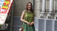 Cathy Sharon saat tiba untuk menghadiri pemberkataan pasangan Harvey Moeis dan Sandra Dewi di Gereja Katedral, Jakarta Pusat, Selasa (8/11). Acara Pemberkatan dimulai tepat pukul 13.00 WIB. (Liputan6.com/Herman Zakharia)