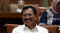 Menteri Kesehatan Terawan Agus Putranto tertawa saat rapat dengar pendapat dengan Komisi IX DPR di Kompleks Parlemen, Jakarta, Selasa (5/11/2019). Rapat membahas polemik kenaikan iuran BPJS Kesehatan. (Liputan6.com/JohanTallo)