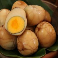 Ilustrasi telur pindang motif marmer./Copyright shutterstock.com