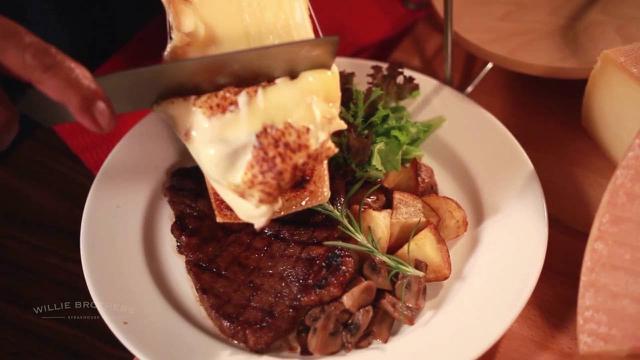 Paduan steak dnegan lelehan keju