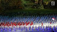 Atlet kontingen Indonesia memasuki stadion pada pembukaan Asian Games 2018 di Stadion Utama Gelora Bung Karno (SUGBK), Jakarta, Sabtu (18/8). Kontingen Indonesia mendapat sambutan meriah penonton yang hadir. (Liputan6.com/Ferbian Pradolo)