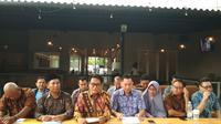 Pernyataan pers dari puluhan pengembang perumahan di Cirebon terkait terganjalnya proses administrasi yang berdampak kepada keberlangsungan usaha hingga rugi milyaran rupiah. Foto (Liputan6.com / Panji Prayitno)