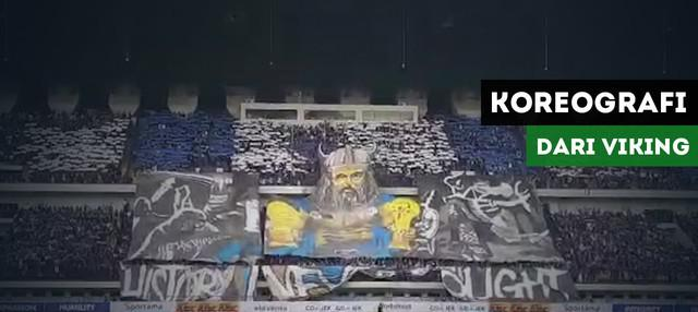 Viking Persib Club (VPC) membuat koreografi saat Persib Bandung menghadapi PS Tira.