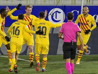 Foto Liga Spanyol: Frenkie de Jong Cetak Gol, Barcelona Susah Payah Taklukkan Huesca