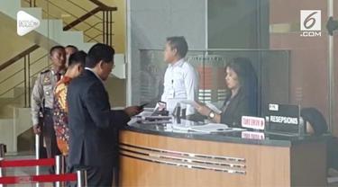 Petinggi Lippo Grup James Riady memenuhi panggilan KPK untuk ditanyai soal kasusu suap Meikarta.