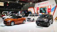 Daihatsu pajang berbagai jenis mobil selama IIMS 2017. (Herdi Muhardi))