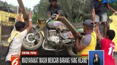 Masyarakat pun terus menata lingkungan mereka dan mencari barang-barang yang hilang, seperti sepeda motor.