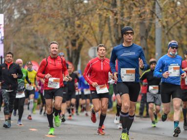 Para pelari berkompetisi dalam Vienna City Marathon (VCM) Tribute to Eliud - Vienna Race di Wina, Austria (12/10/2020). Pemegang rekor dunia maraton asal Kenya Eliud Kipchoge menjadi orang pertama yang menempuh jarak maraton 42,2 km di Wina pada 12 Oktober 2019. (Xinhua/Guo Chen)