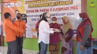 Pemerintah bergerak cepat dengan menyalurkan bantuan melalui Program Bantuan Sosial Tunai (BST) tahap III dan IV
