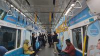 Suasana di dalam kereta MRT Jakarta. (Liputan6.com)