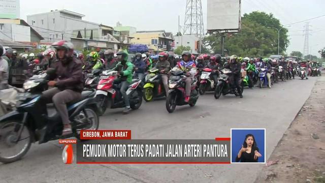 Ribuan sepeda motor dominasi jalur Pantura, Cirebon, hingga  menimbulkan kemacetan.