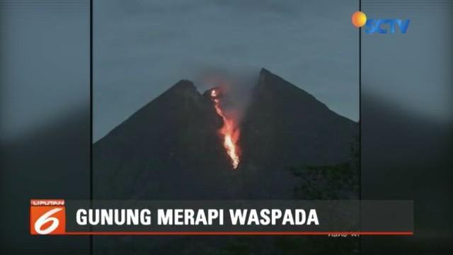 Aktivitas vulkanik Gunung Merapi masih terus meningkat ditandai dengan makin seringnya luncuran lava pijar terjadi. Meski demikian, warga diminta tetap tenang.