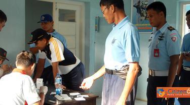 Citizen6, Subang: Pemeriksaan HIV/AIDS yang digelar (13/06) hingga (20/6) ini merupakan program Kesehatan Koopsau I untuk semua personel Lanud Suryadarma. (Pengirim: Dodo)