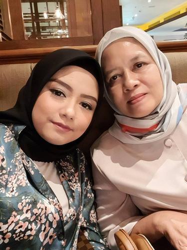 Tika Ramlan dan Ibunda
