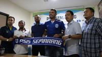 Wallace Costa resmi diperkenalkan sebagai pemain baru PSIS Semarang. (Bola.com/Vincentius Atmaja)