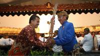 Selain penampilan wayang dari Ki Mateb, acara penutupan Festival Dalang Nasional 2014 juga mempersembahkan tarian tradisional.