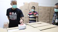 Gubernur Jawa Tengah, Ganjar Pranowo mengecek keberadaan rapid test corona di gudang obat milik Dinas Kesehatan Provinsi Jawa Tengah.