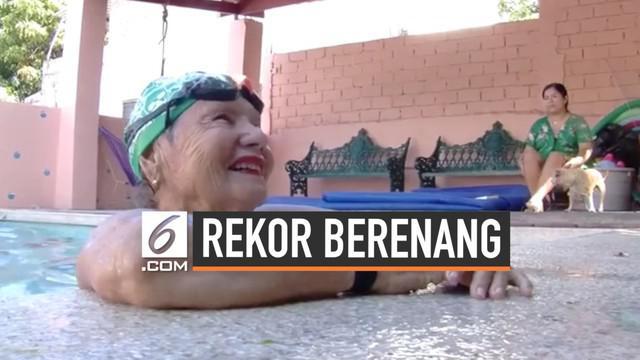 Maria Walls adalah mantan atlet berenang Meksiko yang saat ini berusia 82 tahun. Sepanjang kariernya selama 24 tahun, ia berhasil kumpulkan 2400 medali.