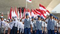 Peserta mengikuti Apel Gelar Nasional Bela Negara 2016 di Silang Monas, Jakarta, Selasa (23/8). Apel yang diikuti 10.000 peserta ini dipimpin langsung oleh Menteri Pertahanan (Menhan) Ryamizard Ryacudu. (Liputan6.com/Faizal Fanani)