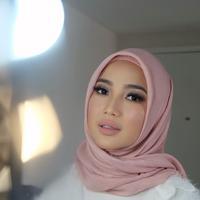 Bukan hal mudah Chacha Frederika memutuskan untuk menutup auratnya. Sebuah pergolakan batin pernah dirasakan sebelum akhirnya memutuskan untuk mengenakan hijab. (Instagram/chafrederica)