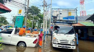 PT PLN (Persero) mrmpercepat penormalan Gardu Induk terdampak banjir di Kalimantan Selatan (Kalsel) dengan mengerahkan personil dan armada tambahan. (Dok PLN)