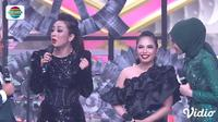 Hannah Precillas Minder Berduet Dengan Soimah Di Panggung D'Academy Asia 5. sumberfoto: Indosiar