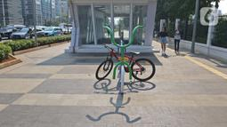 Sebuah sepeda diparkir di area Stasiun MRT Istora, Jalan Sudirman, Jakarta, Jumat (13/11/2019). PT MRT Jakarta memarkiran sepeda untuk merangsang minat warga untuk menitipkan sepeda di stasiun MRT. (Liputan6.com/Herman Zakharia)