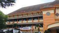 Dua pasien positif corona Covid-19 dari Kota Malang yang dirawat di RS Saiful Anwar Malang sudah sembuh dan boleh pulang untuk menjalani isolasi mandiri (Liputan6.com/Zainul Arifin)
