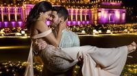 Baju pengantin versi celana ala Priyanka Chopra. (dok. Instagram @priyankachopra/https://www.instagram.com/p/Brh-GP7nAUV/Asnida Riani)