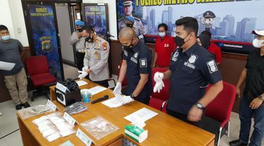 Polres Metro Jakarta Pusat mengungkap jaringan narkoba.