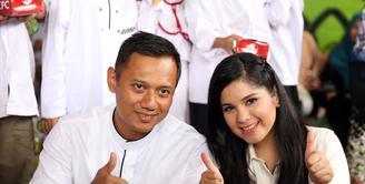 Annisa Pohan berhasil menjadi seorang istri yang baik. Sebagai seorang suami, Agus Harimurti Yudhoyono mengakui bahwa istrinya memiliki peran yang sangat penting dalam kelangsungan karirnya. (Nurwahyunan/Bintang.com)