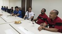Ketua panitia Super Soccer Futsal Battle, Joko Setyo Pramuji saat media visit di Kantor Redaksi Bola.com, Jakarta, Selasa (17/10/2017). Kunjungan ini dalam rangka jelang grand final Super Soccer Futsal Battle 2017. (Bola.com/Vitalis Yogi Trisna)