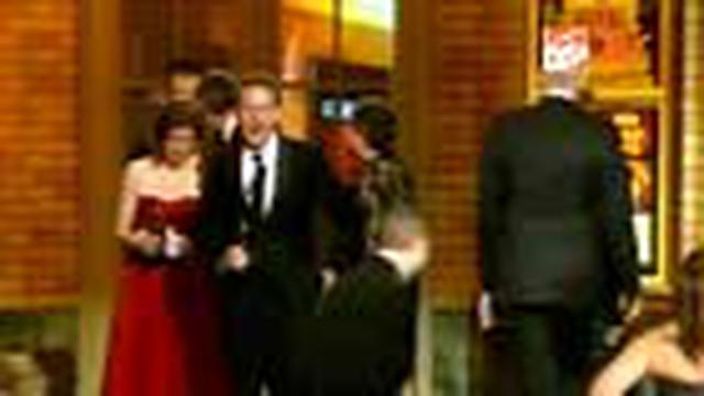 Ajang penghargaan bagi para pemain teater AS, Tony Awards kembali digelar. Scarlett Johansson, Denzel Washington, dan Catherine Zeta Jones adalah sebagian nama-nama peraih penghargaan.