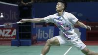 Aksi Chou Tien Chen pebulutangkis asal Taiwan yang menjadi unggulan keempat pada Indonesia Open 2019 di Istora Senayan, Jakarta, Kamis (18/7/2019). (Bola.com/Peksi Cahyo)