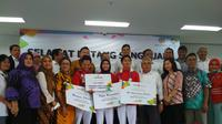 Peraih emas Asian Games 2018 Defia Rosmaniar mendapat sambutan di Sekolah Tinggi Ilmu Ekonomi Kesatuan Bogor, Selasa (4/9/2018). (Liputan6.com/Achmad Sudarno