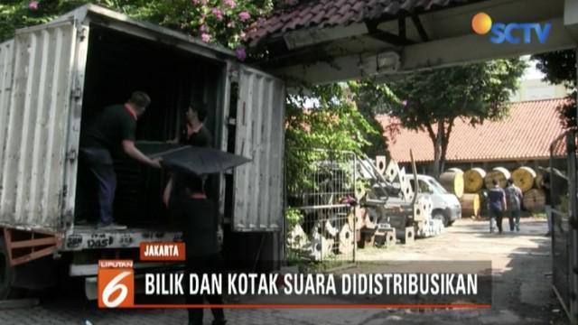 KPU Jakarta Selatan mulai distribusikan logistik Pemilu 2019 berupa bilik dan kotak suara.
